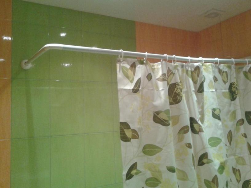 Как сделать в ванной карниз для